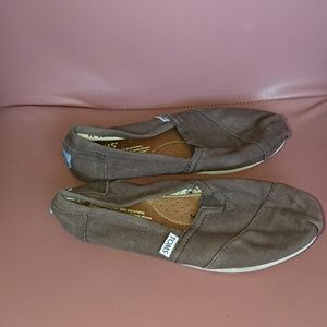 Toms 6.5 women flats brown canvas preowned